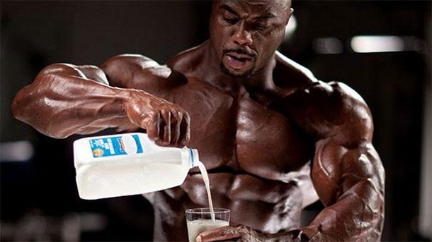 Протеиновый коктейль из молока