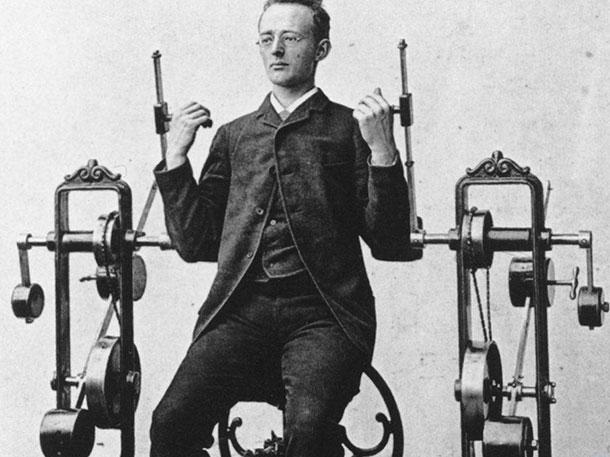 Первые спортивные снаряды